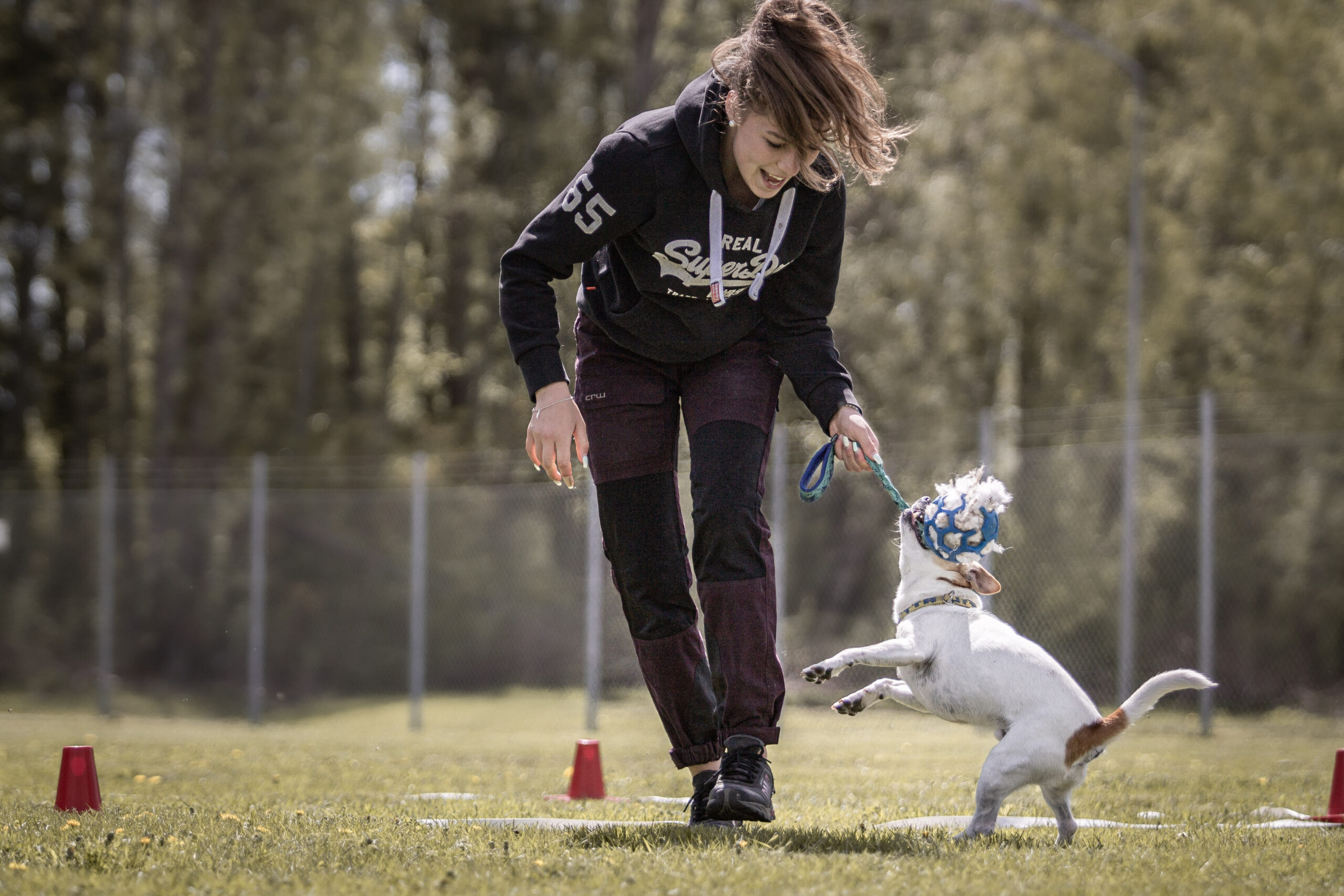 Elev som tränar agility