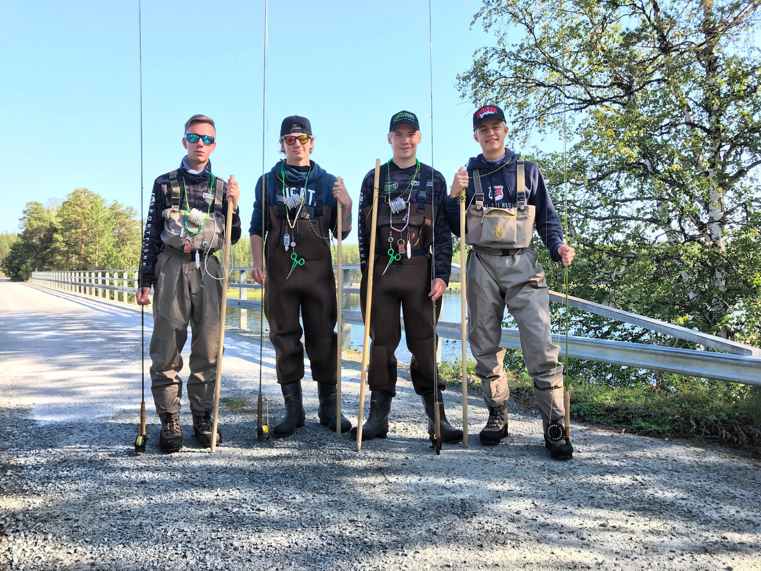 Fyra elever på väg att flugfiske