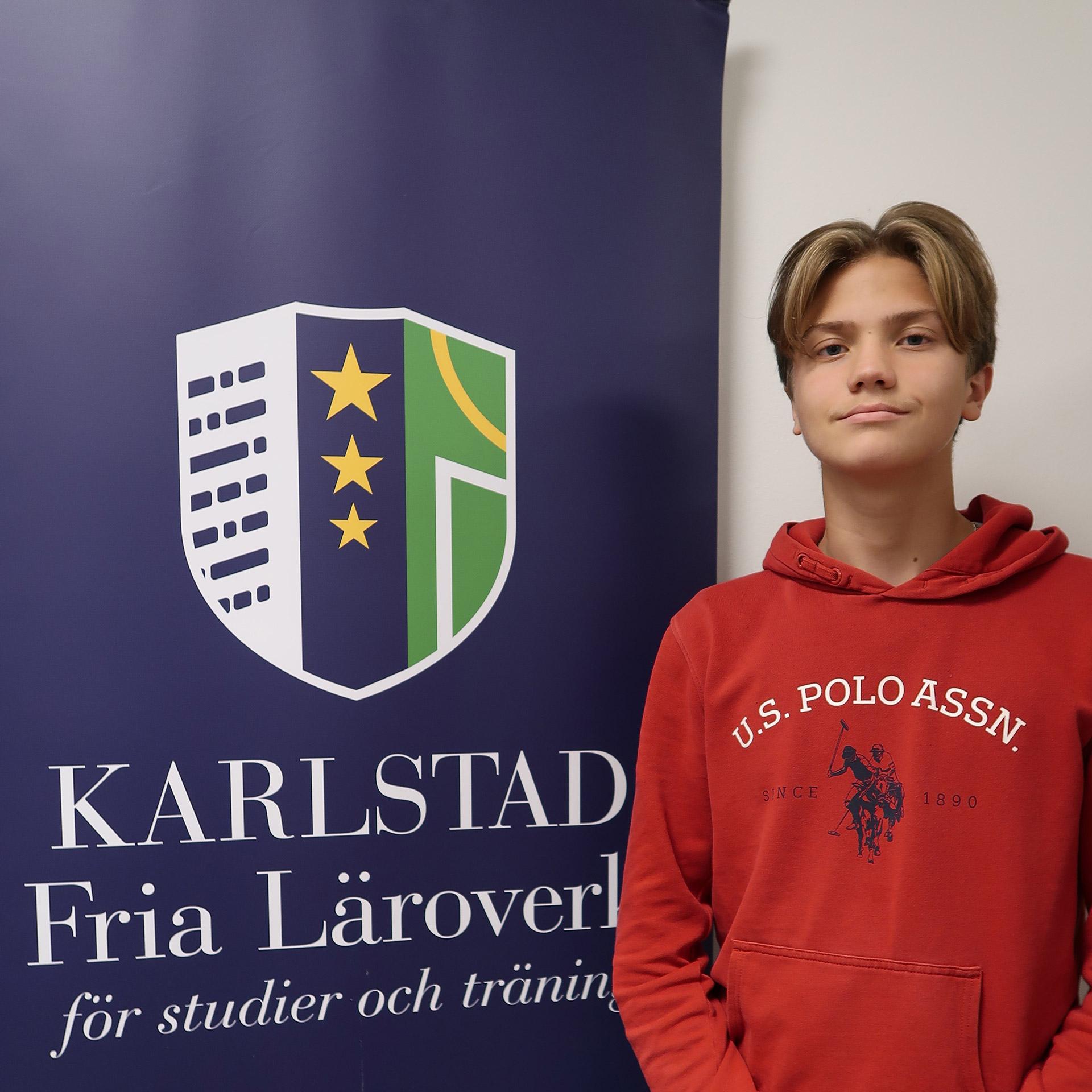 Karlstad Fria Läroverk, Samhällsvetenskapsprogrammet. Viktor, elev